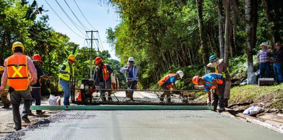 -Inicia SIOP pavimentación de avenida principal en Zimpizahua, Coatepec.