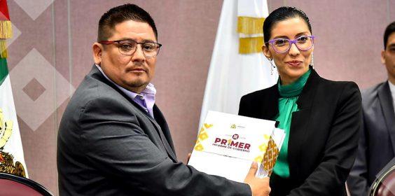 La Dra. Waltraud Martinez Olvera, Titular de la Oficina de Programa de Gobierno, entregó el primer Informe de Gobierno.