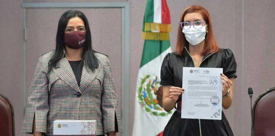 Entrega la Dra. Waltraud Martínez Olvera, el Segundo Informe de Gobierno al Congreso del Estado