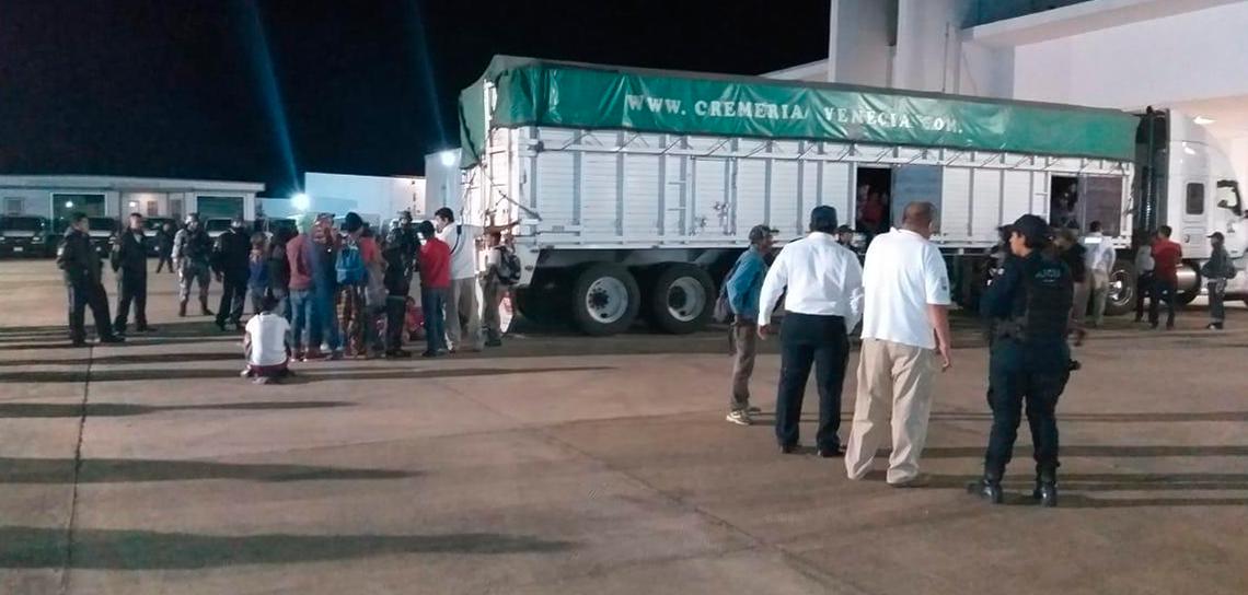 Rescatan fuerzas del orden a 102 migrantes