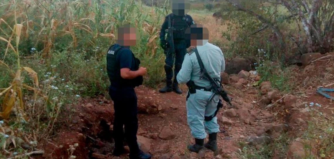 Aseguran dos tomas clandestinas y huachicol, en el sur de Veracruz
